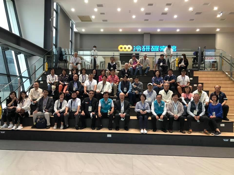 今年4月,海基會秘書長詹志宏陪同大陸臺商協會會長前往 了解嘉義縣投資環境。